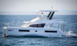 Moorings 433 Powercat